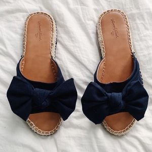 Uɴɪᴠᴇʀsᴀʟ Tʜʀᴇᴀᴅs | espadrille sandals